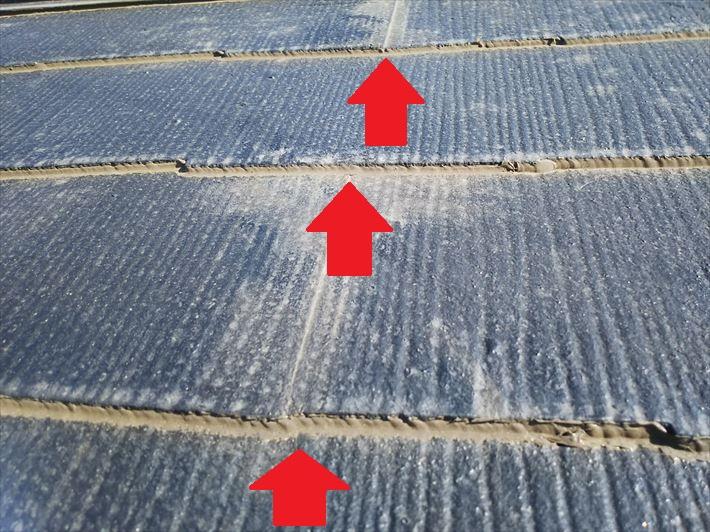 スレートの重なり部分を塞ぐと雨漏りの原因になります