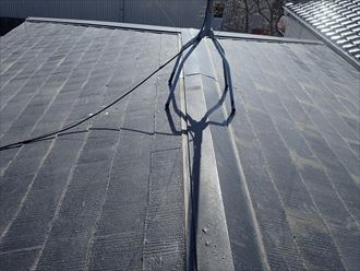 雨漏りが発生しているスレート屋根の調査