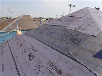 屋根カバー工事にて防水紙敷設