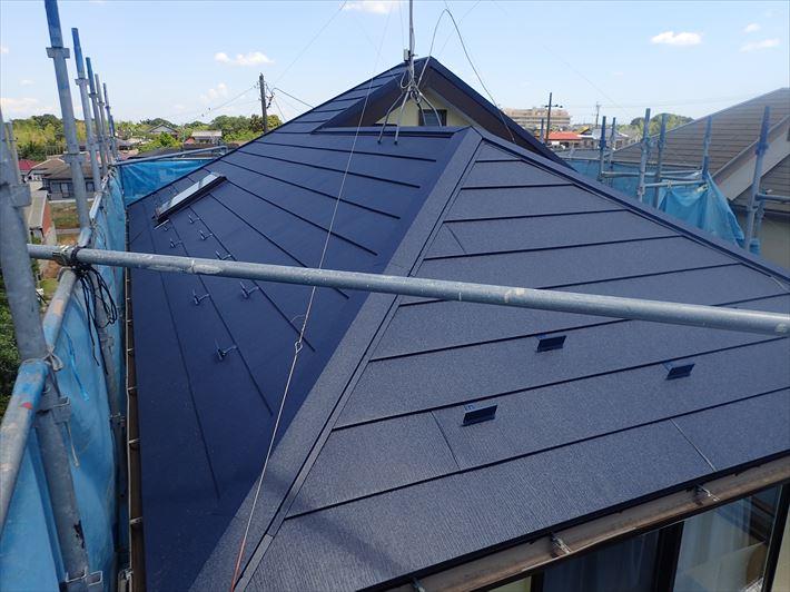 スーパーガルテクトを使用した屋根カバー工事完了