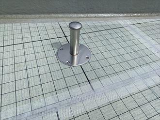 ウレタン塗膜防水通気緩衝工法にて陸屋根防水工事の脱気筒設置