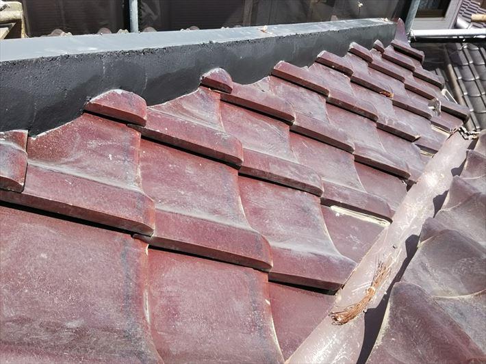 棟取り直し工事にて土台のシルガードをコテで整えます
