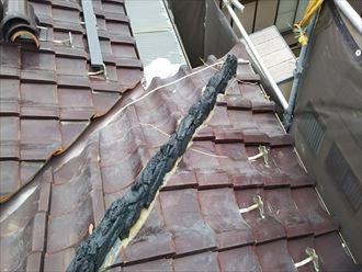 棟取り直し工事にてシルガードで棟の土台を造ります