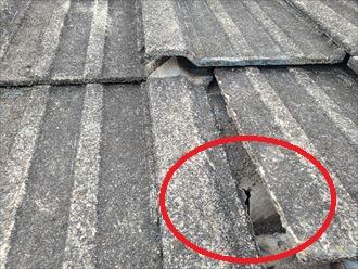 セメント瓦屋根の防水紙が破れて雨漏りが発生