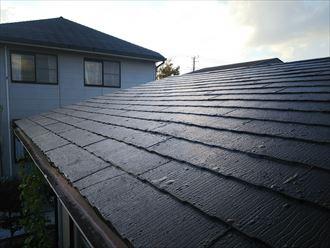 スレート屋根の塗膜が膨れています