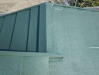 屋根カバー工事にて棟板金設置