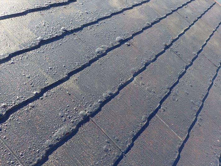 スレート屋根の塗膜の膨れ