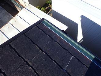 屋根カバー工事にて軒先水切りを取付け