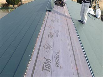 屋根カバー工事にてスーパーガルテクトを設置