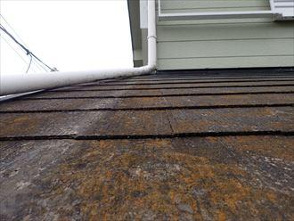 塗膜が剥がれて防水性が低下したスレート屋根