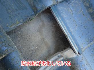 防水紙が劣化して雨漏りしている