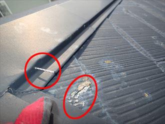 棟板金の釘浮きと、スレートの劣化