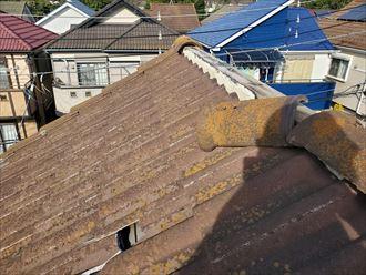 棟瓦が剥がれてしまい雨漏りに繋がります