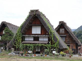 白川郷 藁葺き屋根