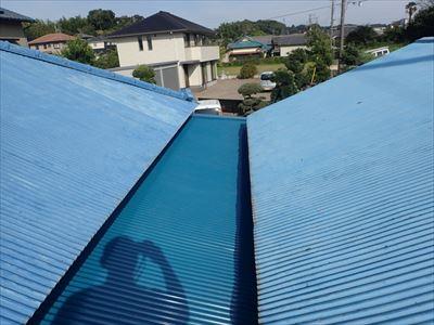 袖ケ浦市でトタンの張替工事!集水器の増設も行い、雨樋本来の性能を発揮!