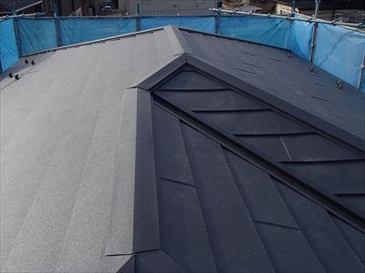 袖ケ浦市長浦駅前で台風被害復旧工事、スーパーガルテクトによる屋根カバー工法で雨漏り改善アフター