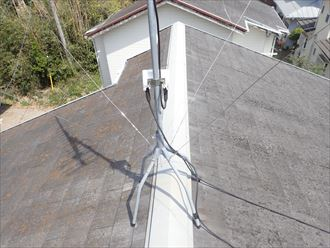 市川市妙典で行った化粧スレート屋根調査で棟板金の釘浮きを発見