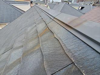 流山市駒木で行ったコロニアル屋根調査で錆汁は棟板金の穴開きに繋がります