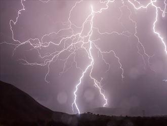 袖ヶ浦市で雷雨で発見された雨漏り修理の見積もり依頼です