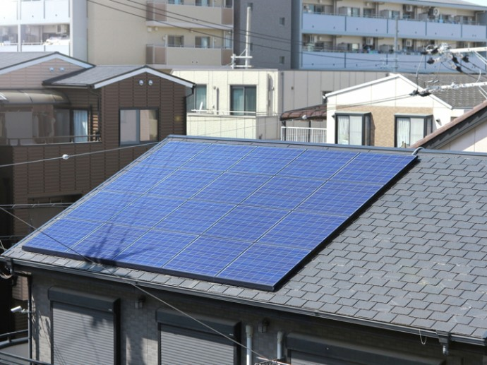 屋根の上の太陽光発電