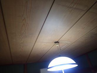 浦安市堀江で雨漏りが発生した瓦屋根調査で天井の雨染みを確認