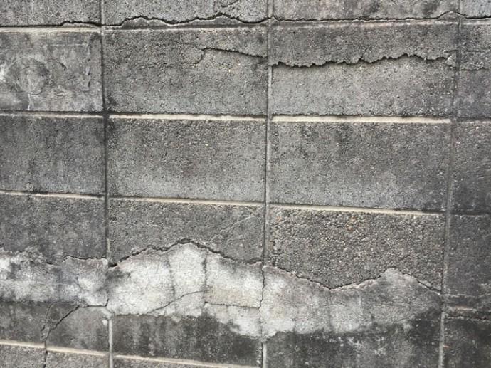 倒壊の危険があるブロック塀