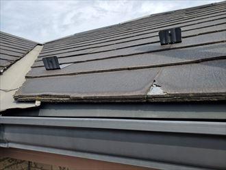 軒先の屋根材が剥離
