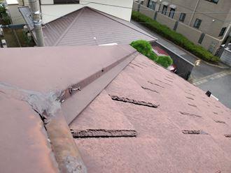 松戸市小山で行ったスレート屋根の調査で棟板金の釘浮き
