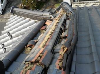 地震で曲がった棟