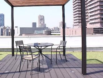 屋上のテーブル