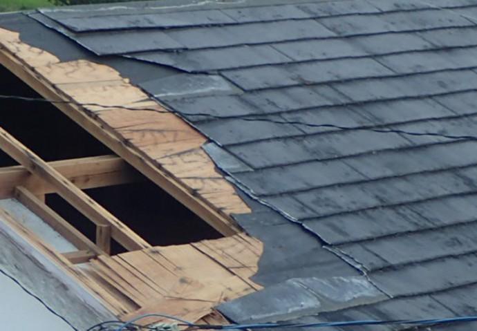 屋根が飛ばされてしまった