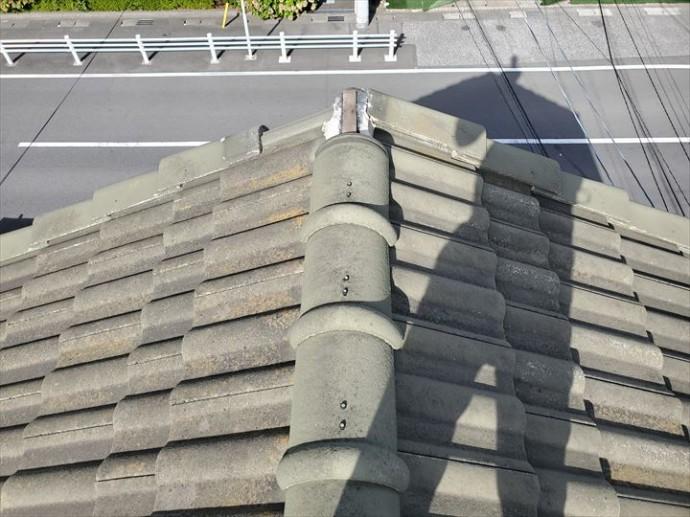 台風の影響で棟瓦と袖瓦が落下