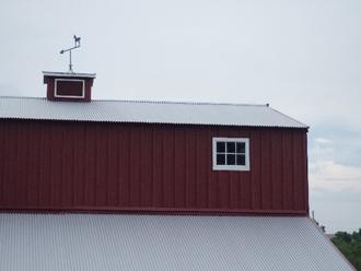 トタン屋根の建物
