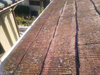 野田市岩名で行った化粧スレート屋根の調査で屋根塗装が剥がれています
