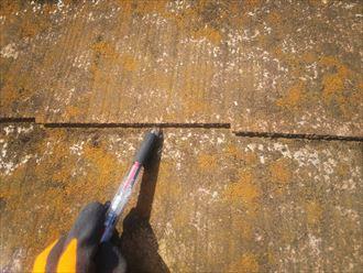 松戸市八ケ崎で行ったスレート屋根調査でスレートの反りを発見