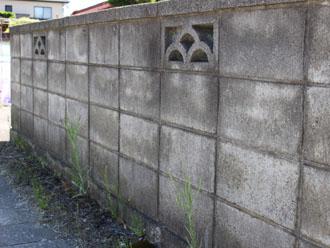 老朽化してそうなブロック塀