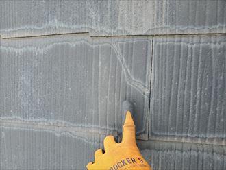 野田市上花輪で行った化粧スレート屋根調査で防水性の低下によりひび割れが発生した化粧スレート