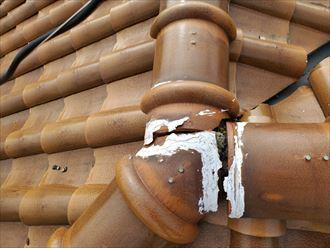 棟の継目のコーキングが傷み隙間が出来てしまうと雨漏りの原因になります