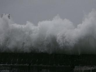 台風による荒波