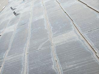 野田市上花輪で行った化粧スレート屋根調査で化粧スレートにひび割れを発見