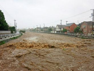 氾濫寸前の河川