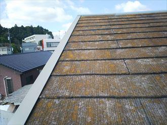 流山市美田で行った化粧スレート屋根調査で屋根材やケラバ水切りの塗装が剥がれているので早めの塗装メンテナンスが必要です