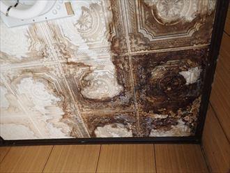 木更津市|強風で屋根の上の温水器が落下して雨漏り!