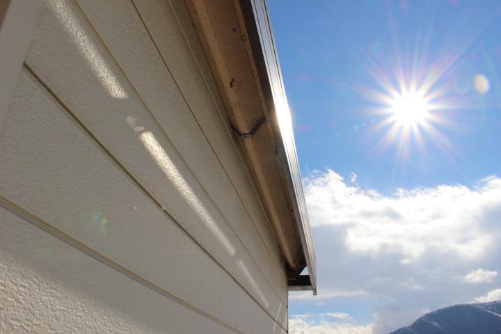 屋根の表面温度は屋根材による差はほとんどなかった