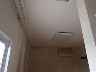 鴨川市の商業ビルの漏水調査は屋上と屋根確認で完了