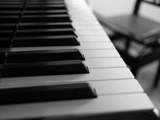 ピアノは重い