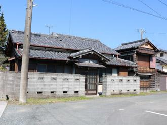 瓦屋根のお家