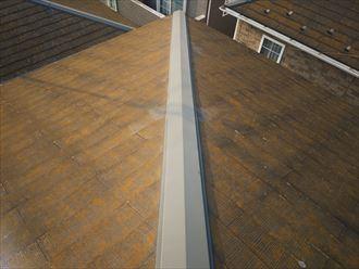 千葉市若葉区富田町で行った化粧スレート屋根調査で屋根全体に苔・藻・カビが発生