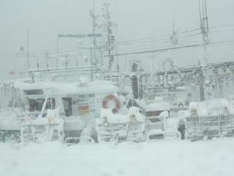 雪の重みで日本は少し沈んでいた
