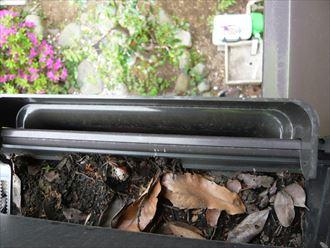 枯葉による雨樋のつまり